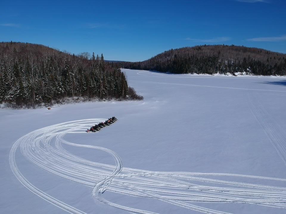 motoneige lac gelé laurentides