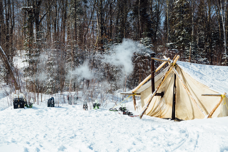 tente de prospecteur en hiver